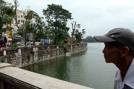 Chat ha, di chuyen 130 'cu cay' tren duong Kim Ma - Anh 1
