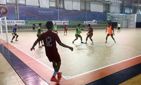 DT futsal Viet Nam lien tuc gap su co tai Turkmenistan - Anh 1