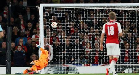 Sanchez lap sieu pham, Arsenal thang nhoc ngay chao Europa League - Anh 2