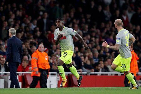 Sanchez lap sieu pham, Arsenal thang nhoc ngay chao Europa League - Anh 3