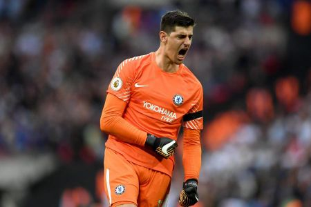 Courtois se la ban hop dong chat luong cho PSG - Anh 1