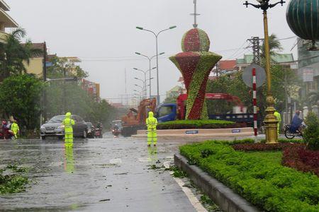 Quang Binh va Thua Thien Hue chiu anh huong nang ne do bao so 10 - Anh 4