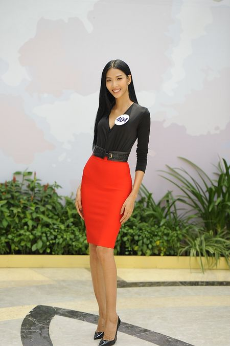 Hoang Thuy gianh chien thang giai thuong 'Futurista – Universe Online' - Anh 1