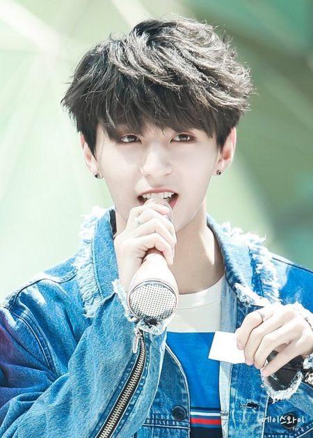 Tan binh Kpop co dien mao nhu anh em cua Jung Kook (BTS) - Anh 5