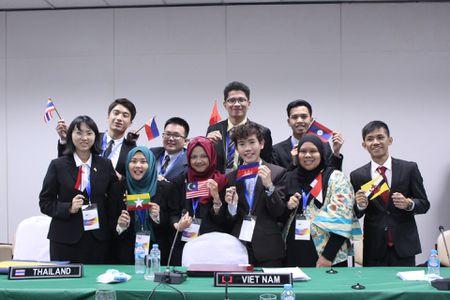 8 nam thanh nu tu tham du Hoi nghi mo phong Hoi nghi cap cao ASEAN 2017 - Anh 1