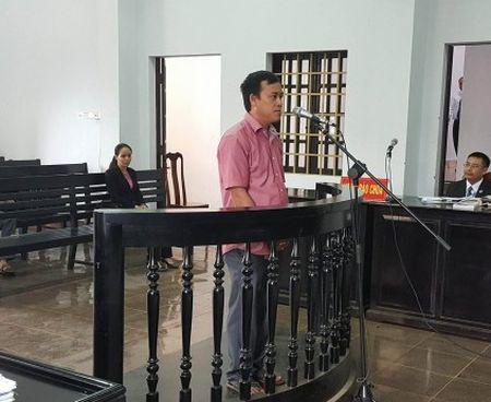 Vu Pho chanh Thanh tra nhan hoi lo: Bi cao keu oan tai toa - Anh 1
