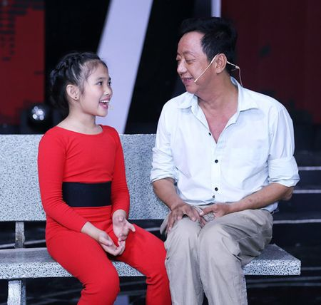 Vo Kim Tu Long dep ngot ngao, dua 2 con trai dang yeu di lam giam khao - Anh 13