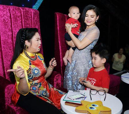 Vo Kim Tu Long dep ngot ngao, dua 2 con trai dang yeu di lam giam khao - Anh 6