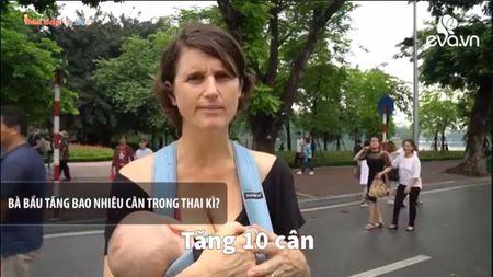 An uong khi mang bau de con thong minh: Quan diem me Tay khac hoan toan me Viet - Anh 1