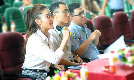 Hon 200 sinh vien Dai hoc Xay dung 'hoa' thanh cong nhan - Anh 5
