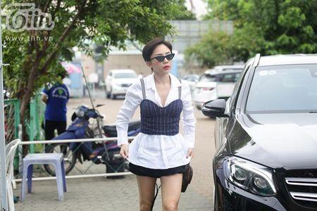 Toc Tien khoe dui thon muot mat tai buoi tong duyet - Anh 1