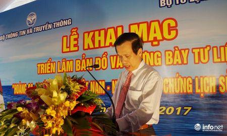 Bo TT&TT trao tang ban do, tu lieu ve Hoang Sa, Truong Sa cho Quan khu 4 - Anh 2