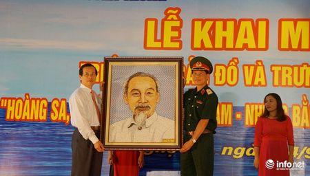 Bo TT&TT trao tang ban do, tu lieu ve Hoang Sa, Truong Sa cho Quan khu 4 - Anh 5