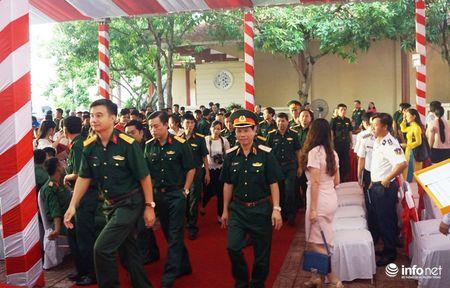 Bo TT&TT trao tang ban do, tu lieu ve Hoang Sa, Truong Sa cho Quan khu 4 - Anh 7