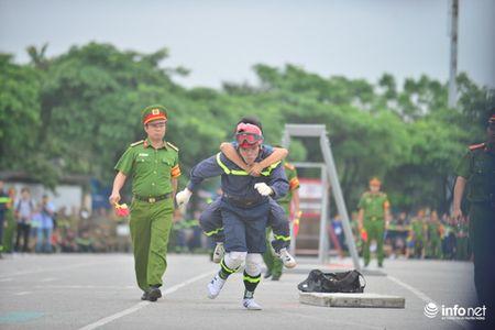 Hang tram chien sy canh sat tham gia thi tai Cuu nan cuu ho - Anh 8