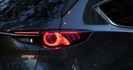 Mazda CX-8 hoan toan moi chinh thuc ra mat, gia tu 28.970 USD - Anh 3