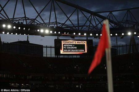 Fan qua khich Cologne lam loan doa Arsenal, thanh London that thu - Anh 10