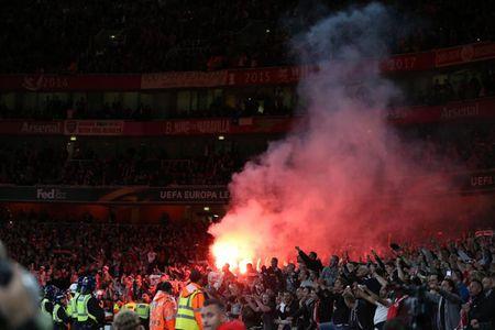 Fan qua khich Cologne lam loan doa Arsenal, thanh London that thu - Anh 11