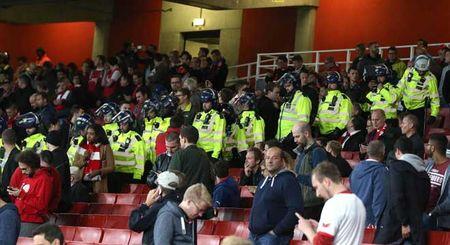 Fan qua khich Cologne lam loan doa Arsenal, thanh London that thu - Anh 13