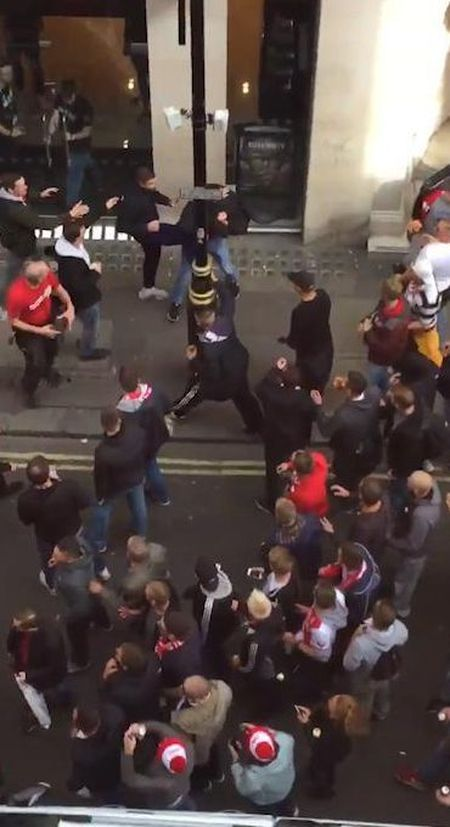 Fan qua khich Cologne lam loan doa Arsenal, thanh London that thu - Anh 4