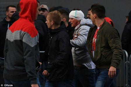 Fan qua khich Cologne lam loan doa Arsenal, thanh London that thu - Anh 5