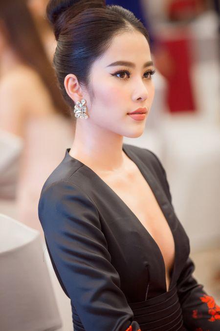 Nam Em trao vuong mien Miss Earth danh gia cho Ha Thu - Anh 6