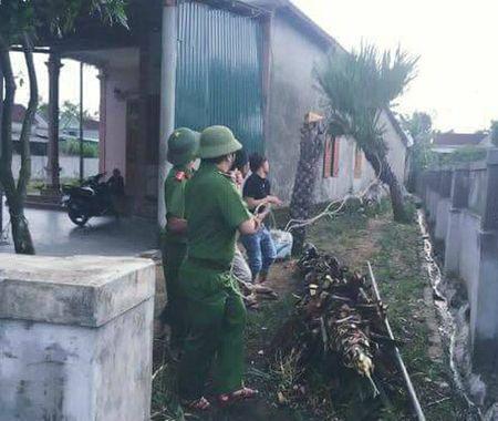 Cong an Ha Tinh sat canh cung nguoi dan ung pho bao so 10 - Anh 10