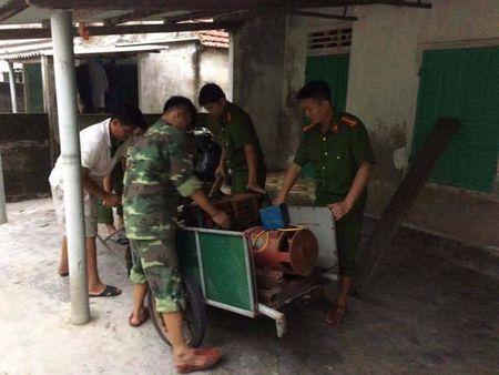 Cong an Ha Tinh sat canh cung nguoi dan ung pho bao so 10 - Anh 12