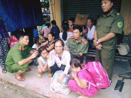 Cong an Ha Tinh sat canh cung nguoi dan ung pho bao so 10 - Anh 9