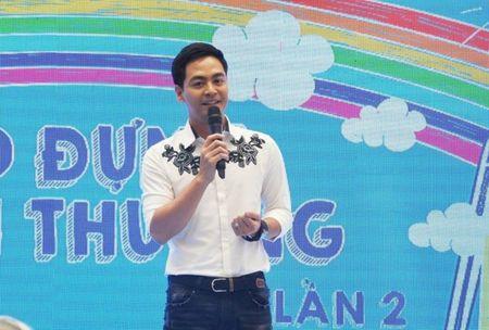 MC Phan Anh lam dai su lang tre SOS, nhan nuoi 10 tre mo coi - Anh 1