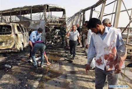 Danh bom xe va xa sung quanh nha hang Iraq, 83 nguoi thiet mang - Anh 1