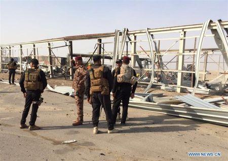 Danh bom xe va xa sung quanh nha hang Iraq, 83 nguoi thiet mang - Anh 4