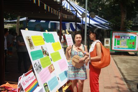 Ha Noi: Trien lam dau tien ve lich su cua cong dong LGBT tai Viet Nam - Anh 2