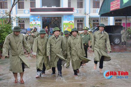 Pho Thu tuong Trinh Dinh Dung: Tap trung giup dan khac phuc hau qua mua bao - Anh 4