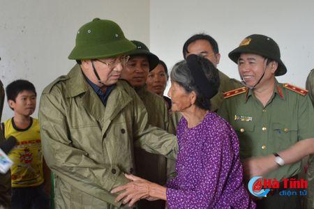 Pho Thu tuong Trinh Dinh Dung: Tap trung giup dan khac phuc hau qua mua bao - Anh 5
