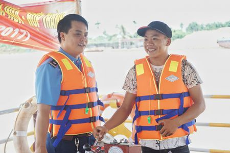 Cang vu DTND khu vuc I tang ao phao tai cac ben do ngang - Anh 11