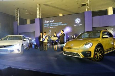 Volkswagen Viet Nam ra mat bo doi Beetle Dune va Passat Bluemotion 2017 - Anh 1