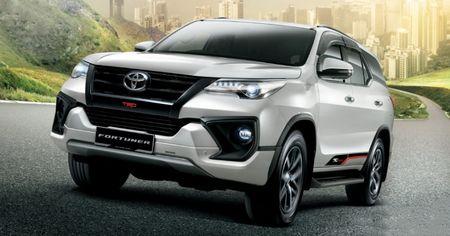 Toyota gioi thieu 2 phien ban Fortuner may dau, gia tu 920 trieu - Anh 1