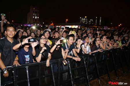 The Chainsmokers dien xong, fan van nan lai nghe Phillip Nguyen cam on day xuc dong - Anh 2