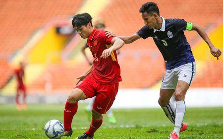 Tran dau cua DT Viet Nam gap Campuchia bat ngo 'co bien' - Anh 1