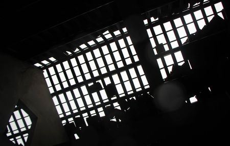 Hue: Loc xoay kinh hoang trong dem, hang tram ngoi nha toc mai - Anh 6