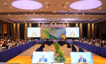 APEC 2017: Khuyen khich DNNVV tang cuong ket noi, tham gia chuoi gia tri toan cau - Anh 1