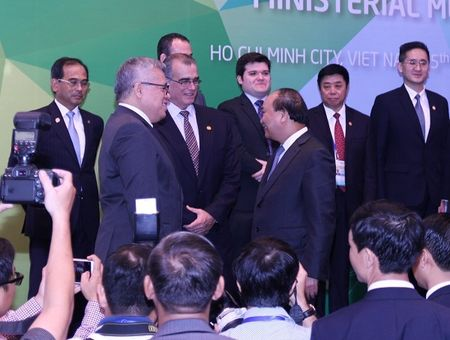 APEC 2017: Khuyen khich DNNVV tang cuong ket noi, tham gia chuoi gia tri toan cau - Anh 2