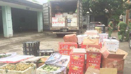Quang Ninh: Thu giu hon 1 tan hoa qua co nguon goc tu Trung Quoc - Anh 1
