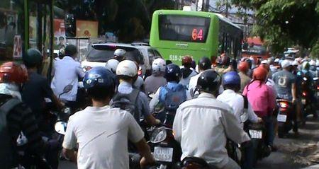 Phuong 26, quan Binh Thanh (TP. HCM): Trong diem den ket xe - Anh 2