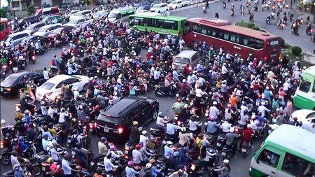 Phuong 26, quan Binh Thanh (TP. HCM): Trong diem den ket xe - Anh 3
