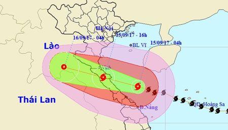 Bao giat cap 15 ap sat bo bien Ha Tinh-Quang Binh, so tan khan cap 10.000 dan - Anh 1
