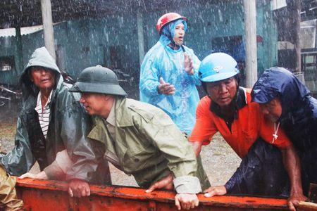 Bao giat cap 15 ap sat bo bien Ha Tinh-Quang Binh, so tan khan cap 10.000 dan - Anh 2