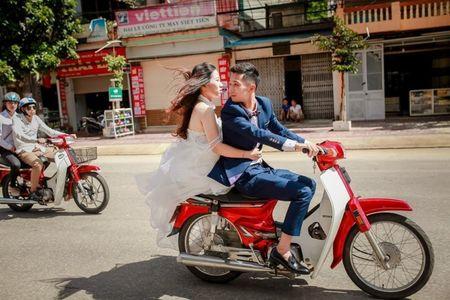 Khinh co ban hoa khoi duoc ban trai cho den hop lop bang xe may ca tang nhung ca dam phai ngam mom vi cau noi nay - Anh 1