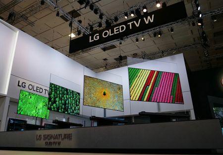 TV OLED Signature W 'mong nhu tranh' cua LG duoc vinh danh - Anh 1